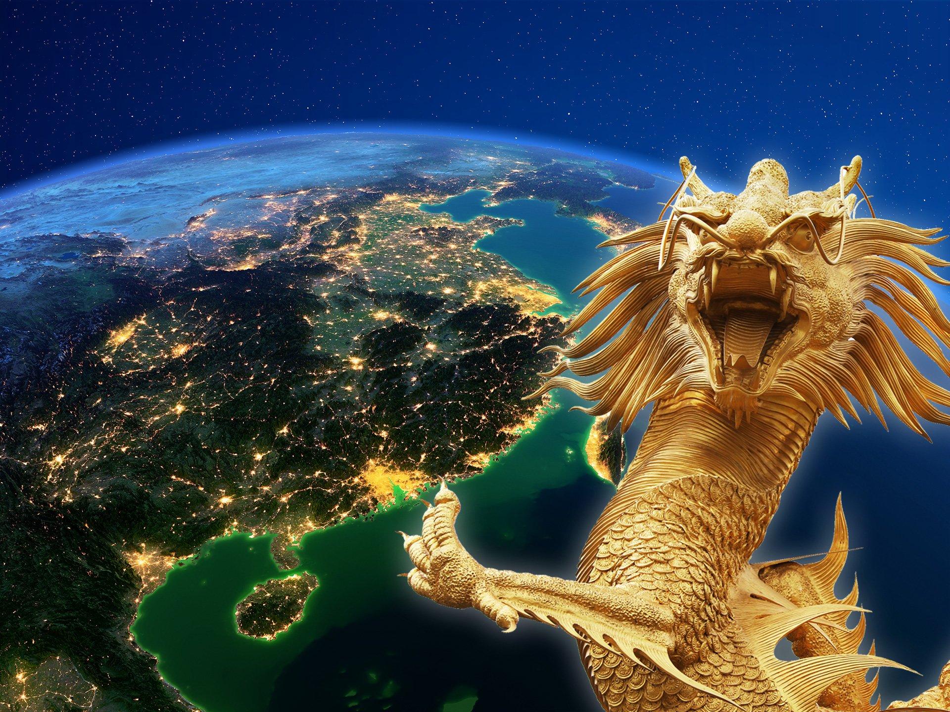 Satellitenaufnahme von China und chinesischer Drache im Vordergrund