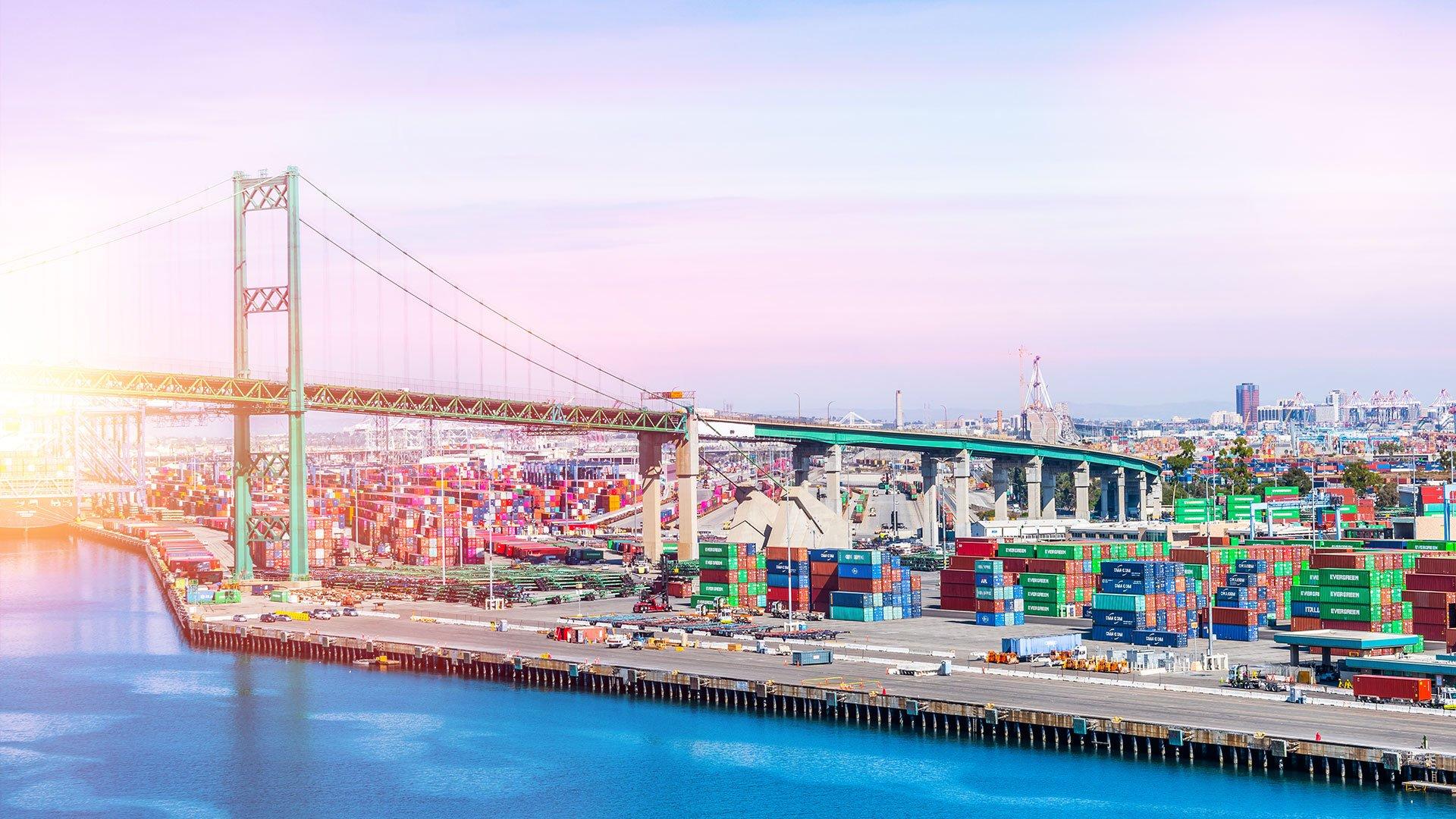 Die Vincent-Thomas-Brücke verbindet den Hafen von Los Angeles mit Terminal Island in San Pedro, Kalifornien