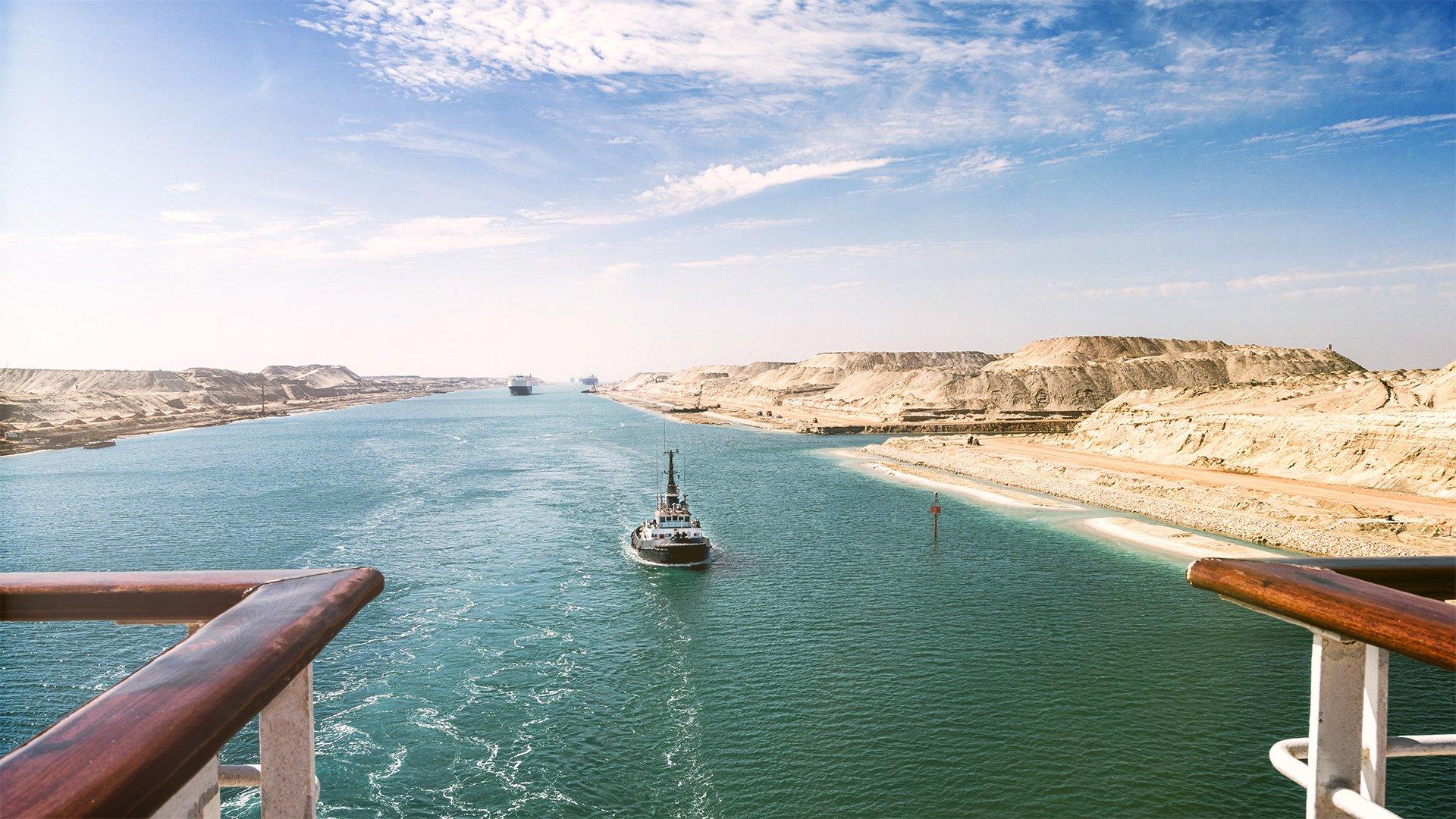 Schiffe im Suez Kanal